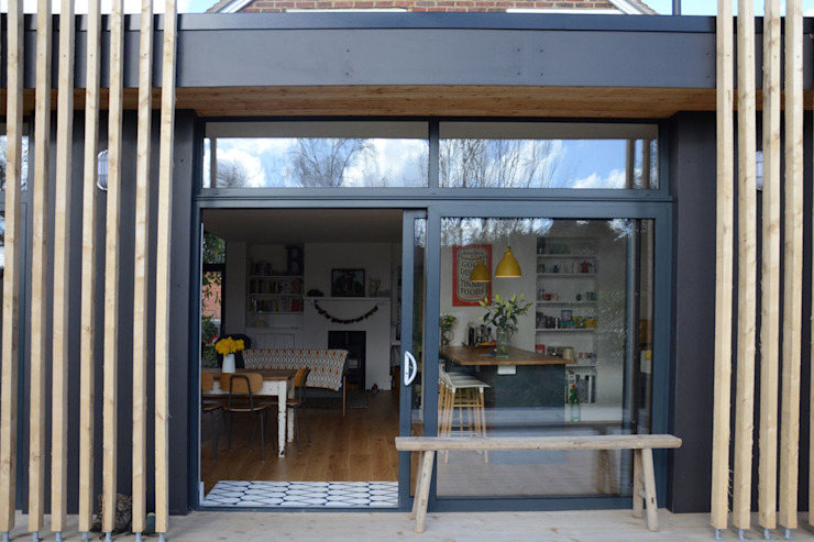 Looking into a Single Storey Rear Extension ArchitectureLIVE Casas unifamilares Negro