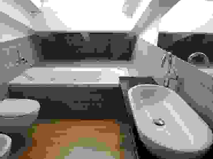 Modern bathroom by Chantal Forzatti architetto Modern
