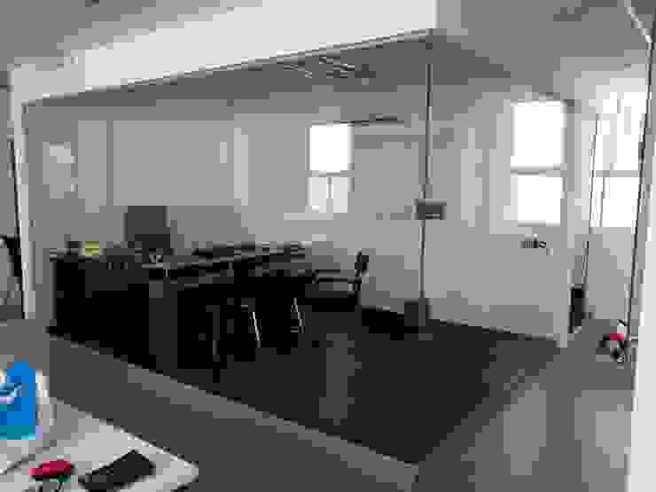 Moderne Arbeitszimmer von Soluciones Técnicas y de Arquitectura Modern