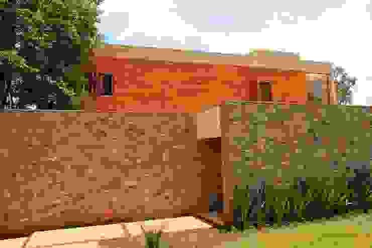 par CBR Arquitetura Ltda. Moderne Bois Effet bois
