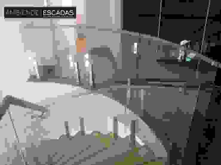 ambience escadas e corrimão Moderner Flur, Diele & Treppenhaus Glas