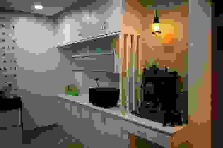 Project The D'zine Studio Modern kitchen
