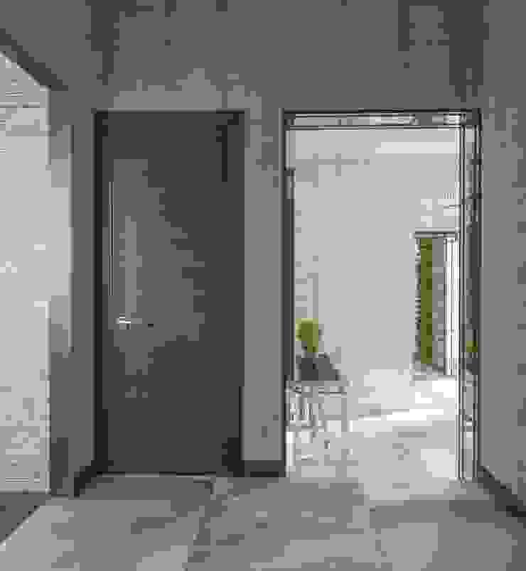 Minimalist corridor, hallway & stairs by Вира-АртСтрой Minimalist