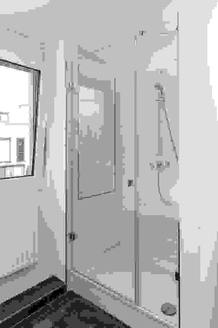 ASADA Schiebetüren und Möbel nach Maß - Ulrich Schablowsky BathroomBathtubs & showers