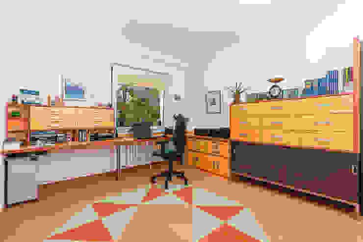 ASADA Schiebetüren und Möbel nach Maß - Ulrich Schablowsky Study/officeCupboards & shelving