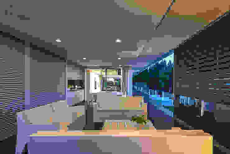 Balcones y terrazas de estilo moderno de ARKHY PHOTO Moderno