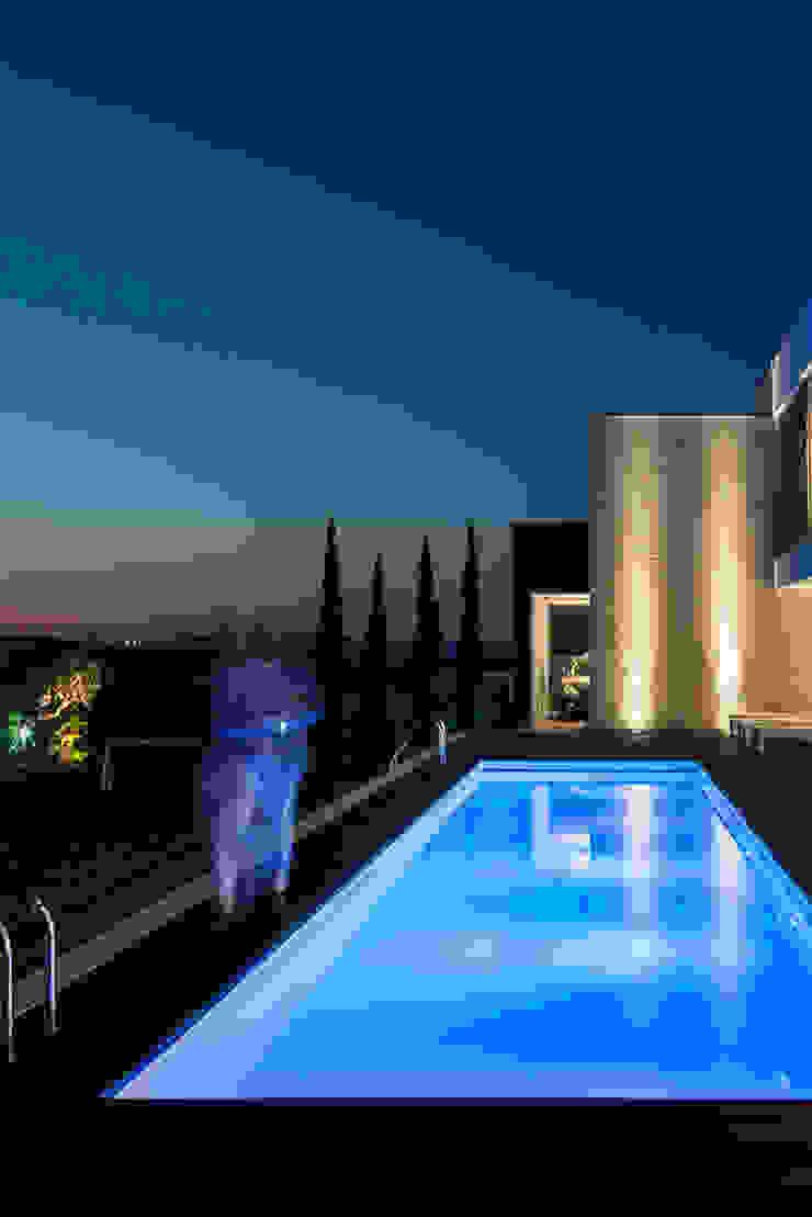 Piscinas de estilo moderno de ARKHY PHOTO Moderno