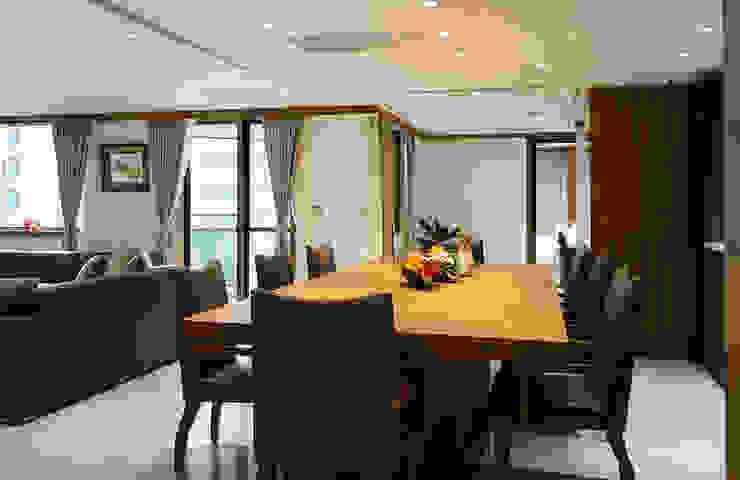 細膩 现代客厅設計點子、靈感 & 圖片 根據 松泰室內裝修設計工程有限公司 現代風 實木 Multicolored
