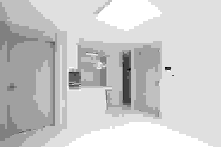 성내동 퀸즈빌 인테리어 리모델링(18py) 모던스타일 거실 by 바나나웍스 모던 우드 우드 그레인