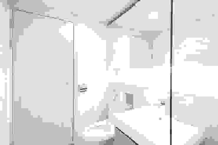 성내동 퀸즈빌 인테리어 리모델링(18py) 모던스타일 욕실 by 바나나웍스 모던 타일