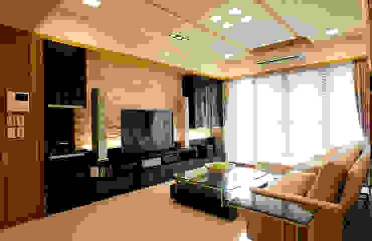 簡 现代客厅設計點子、靈感 & 圖片 根據 松泰室內裝修設計工程有限公司 現代風 石板