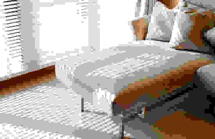 簡: 現代  by 松泰室內裝修設計工程有限公司, 現代風 布織品 Amber/Gold
