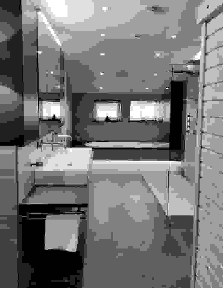 BATHROOM Moderne badkamers van VAN VEEN INTERIOR DESIGN Modern Tegels