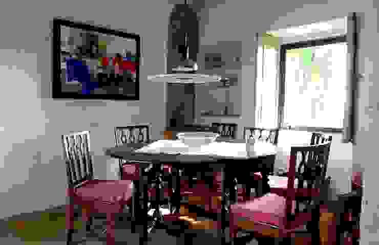 Projecto de Habitação Unifamiliar Salas de jantar rústicas por Bigarquitectura Rústico