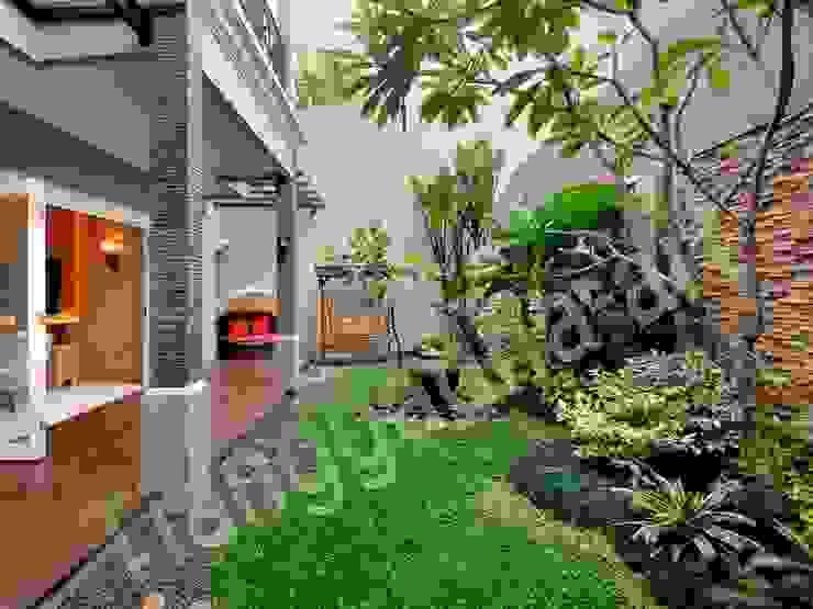 Tukang taman surabaya - Halaman Belakang Oleh Tukang Taman Surabaya - Tianggadha-art Tropis