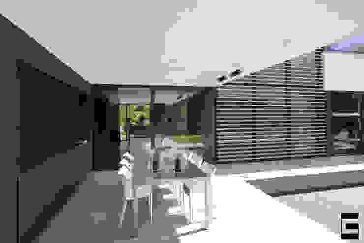 Overkapping | terras Moderne balkons, veranda's en terrassen van Geert van den Oetelaar . Architect Modern