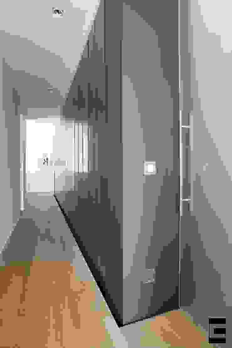 Hal Moderne gangen, hallen & trappenhuizen van Geert van den Oetelaar . Architect Modern