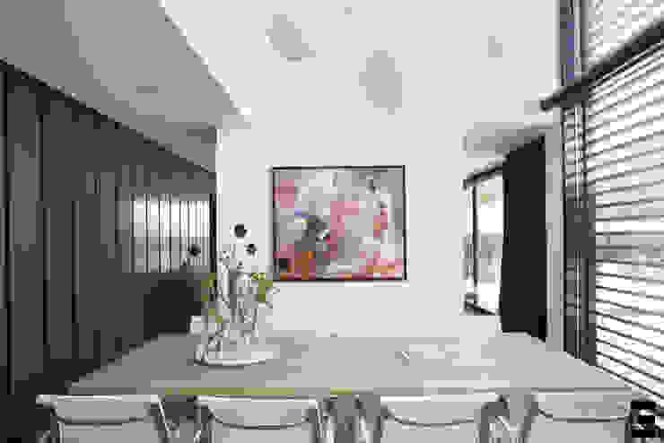 Vrijstaand woonhuis Oisterwijk Moderne eetkamers van Geert van den Oetelaar . Architect Modern