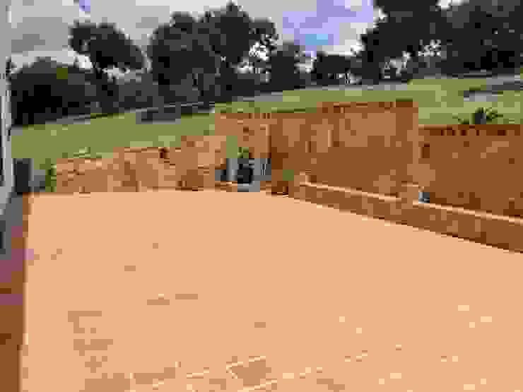 Casa De Campo El Cucharal Balcones y terrazas de estilo clásico de Pro Escala Arquitectos SAS Clásico