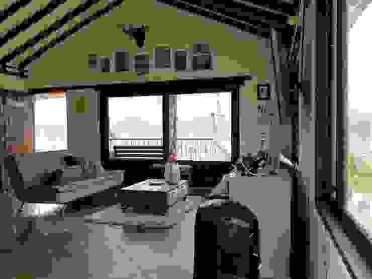 Casa De Campo El Cucharal Salas de estilo clásico de Pro Escala Arquitectos SAS Clásico