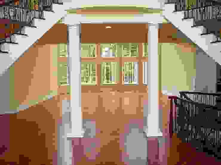 Коридор, прихожая и лестница в классическом стиле от Shine Star Flooring Классический