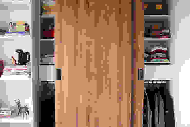 غرفة نوم تنفيذ TRES52 S.A.S, تبسيطي اللوح