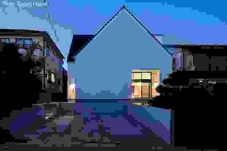 夜景外観 石川淳建築設計事務所 二世帯住宅 白色