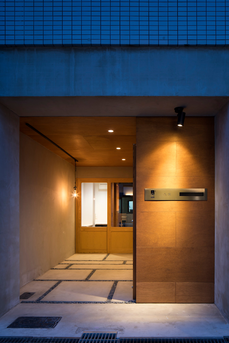 玄関 の 株式会社 藤本高志建築設計事務所