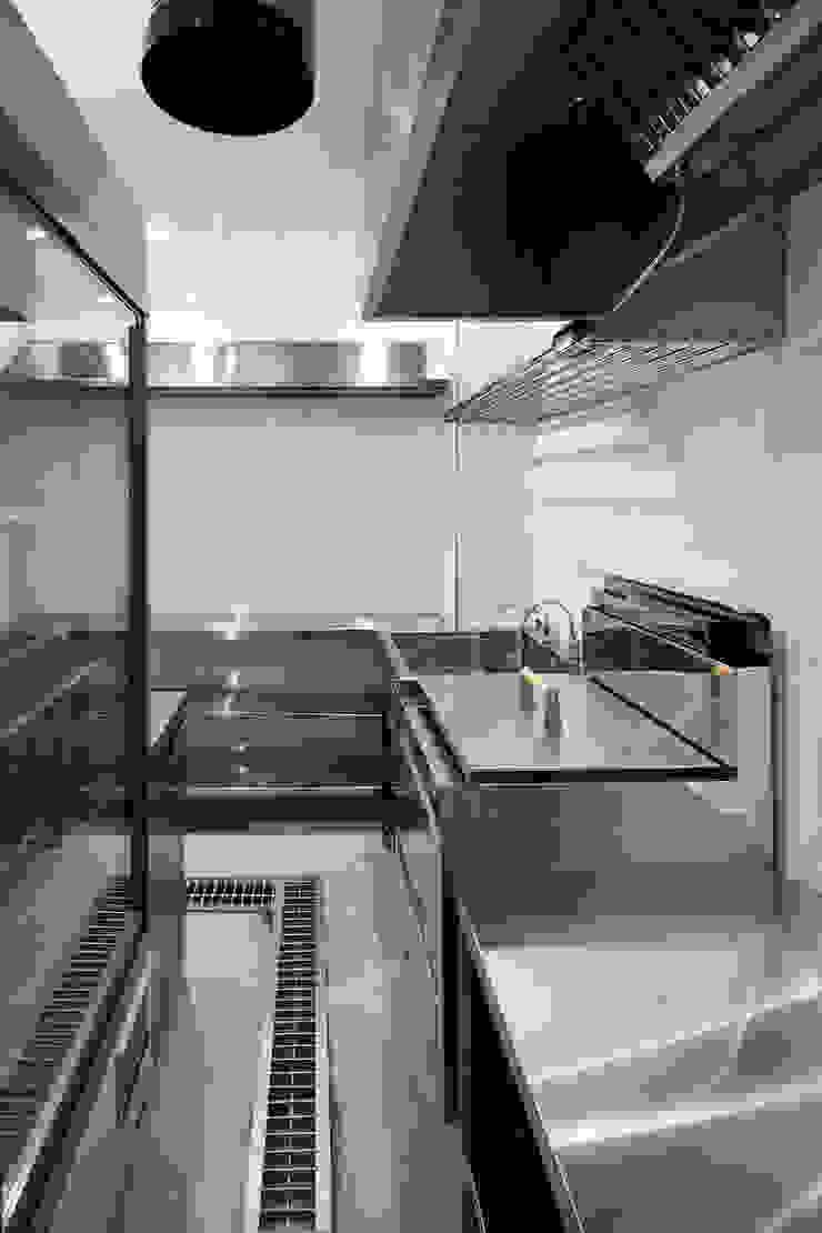 厨房内部 の 株式会社 藤本高志建築設計事務所