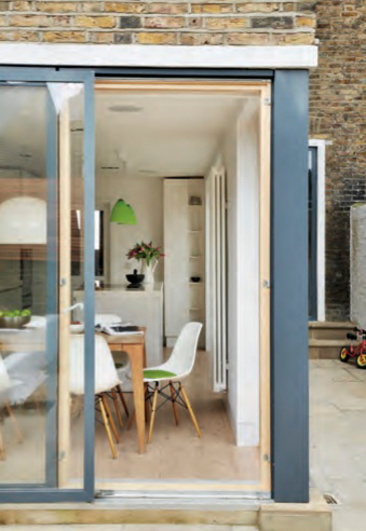 House remodeling in South London Skandynawska jadalnia od Dittrich Hudson Vasetti Architects Skandynawski
