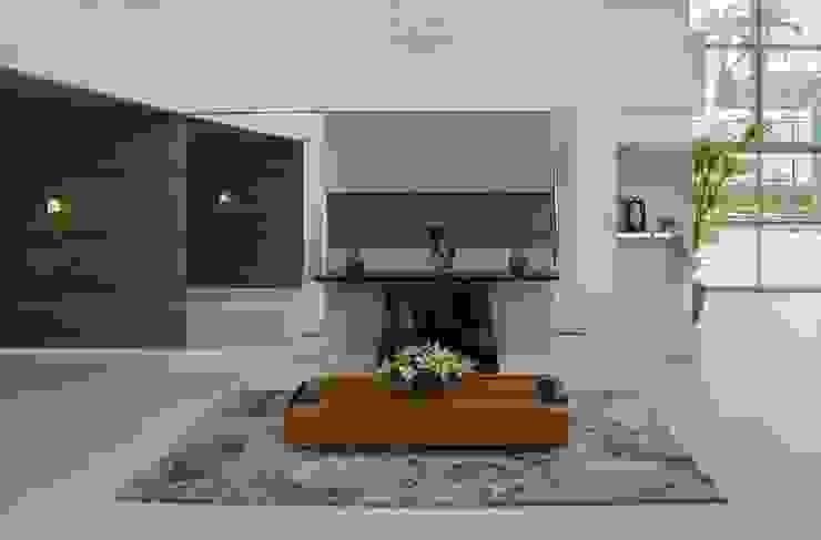Hall de entrada e acesso aos elevadores kleyton abreu arquitetura Corredores, halls e escadas modernos Efeito de madeira