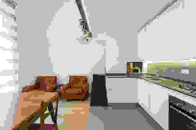 CIVIC8 Cucina moderna di Officina Abitare Moderno