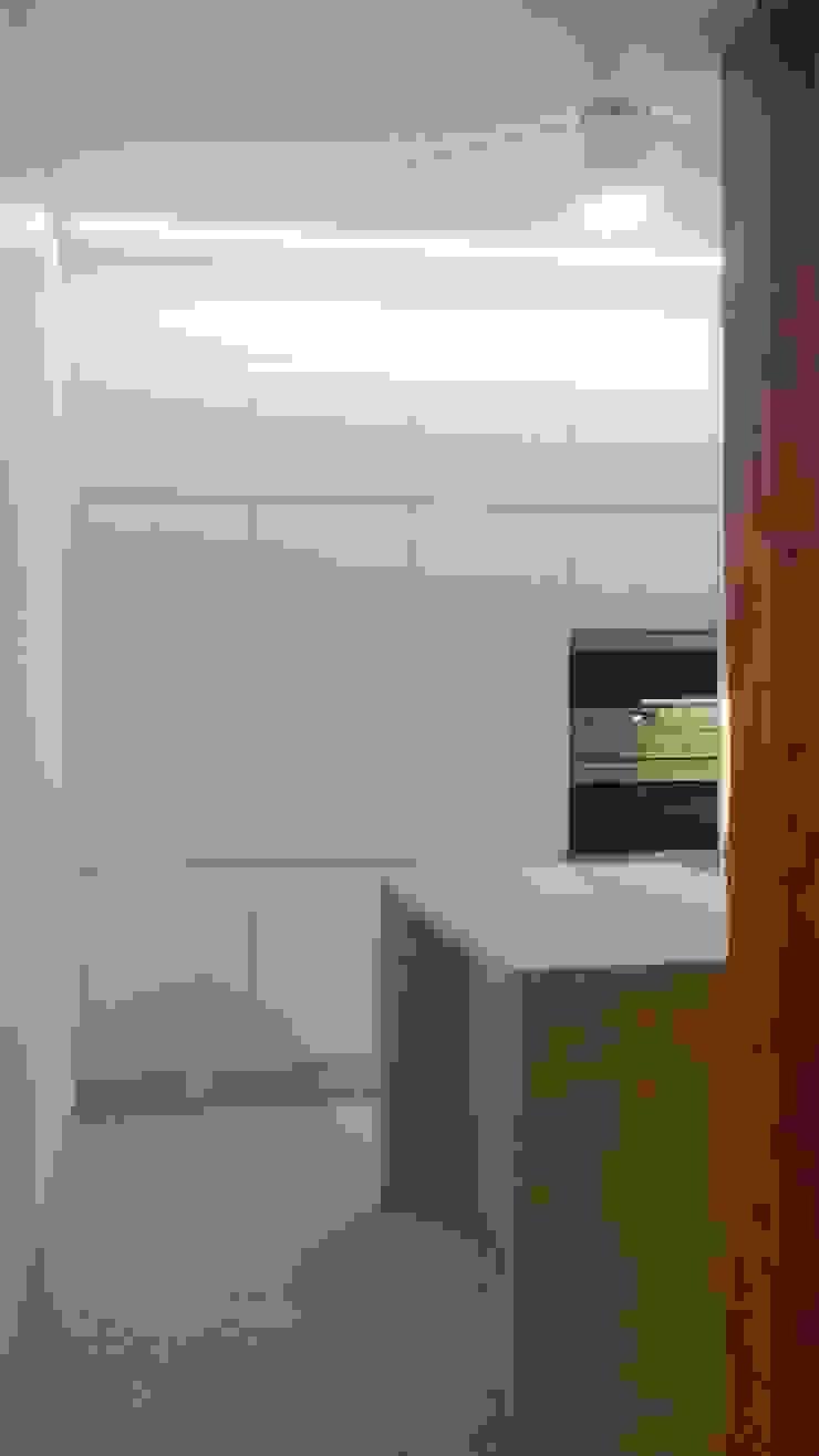 Modern kitchen by BCA Arquitetura Modern