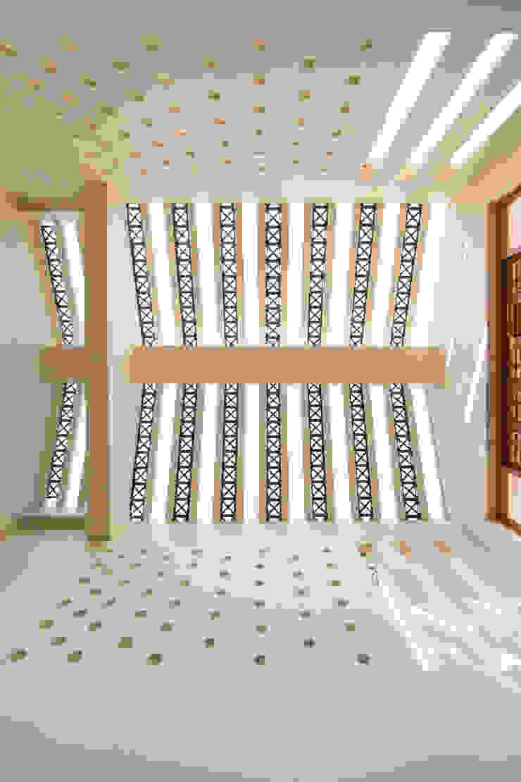 THE COURTYARD HOUSE Modern living room by CARTWHEEL Modern