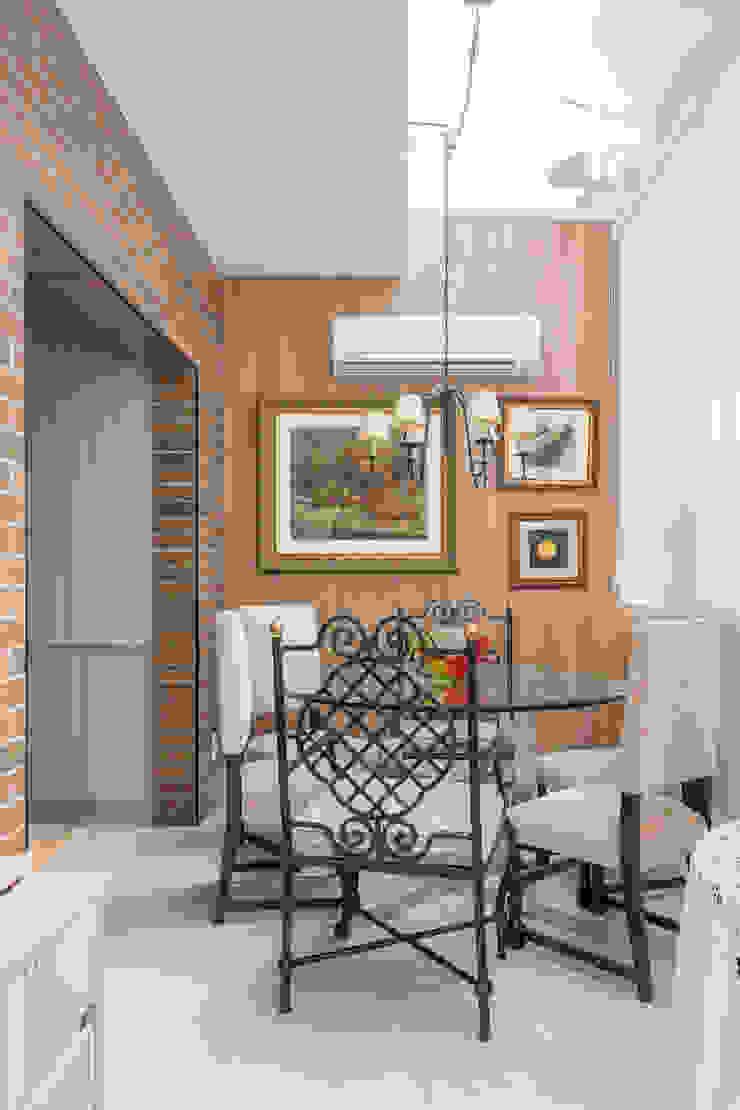 Studio Ideação Ruang Makan Klasik Kayu Wood effect