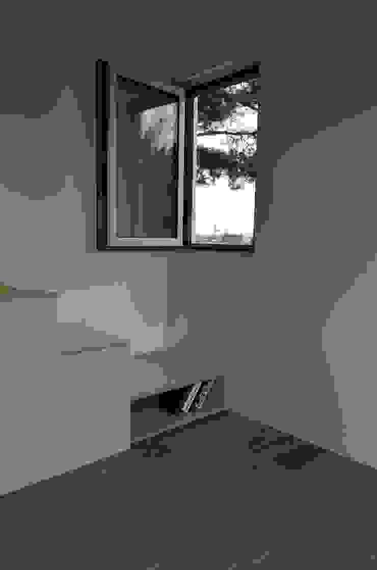 Minimal style window and door by 마룸 Minimalist