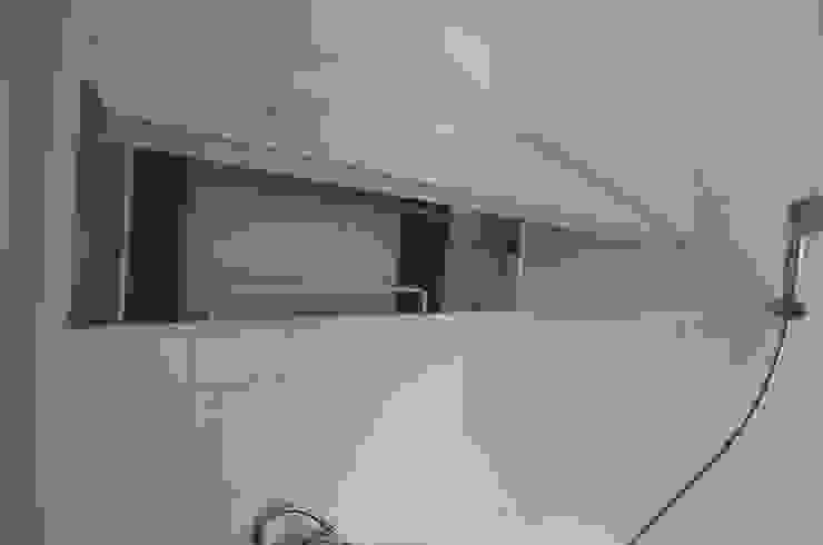 Minimalist style bathroom by 마룸 Minimalist
