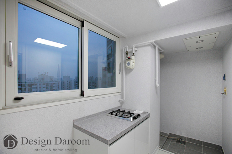 광장동 현대홈타운 12차 55평형 보조주방 모던스타일 발코니, 베란다 & 테라스 by Design Daroom 디자인다룸 모던