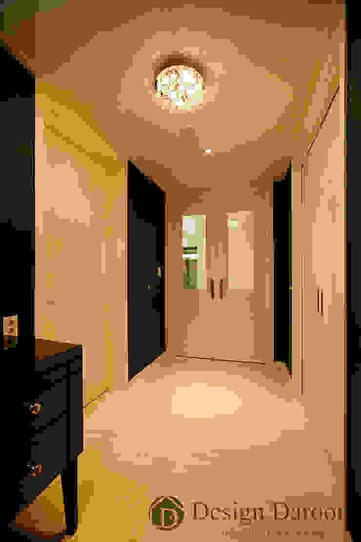 광장동 현대홈타운 12차 55평형 안방전실 모던스타일 드레싱 룸 by Design Daroom 디자인다룸 모던