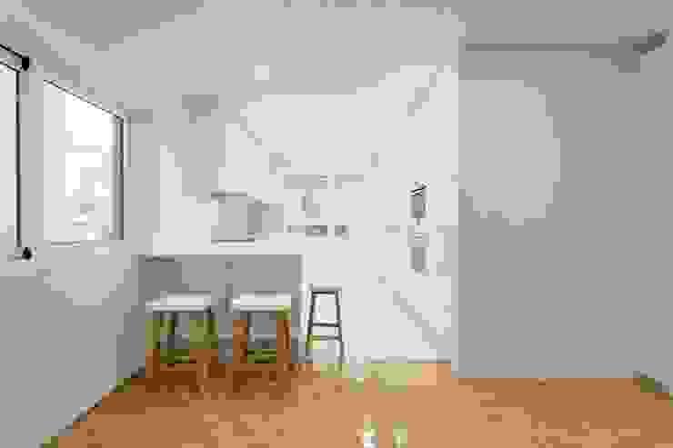 Apartamento - Póvoa de Varzim e|348 arquitectura Cozinhas minimalistas
