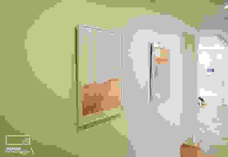 Moderne Wände & Böden von 리인홈인테리어디자인스튜디오 Modern