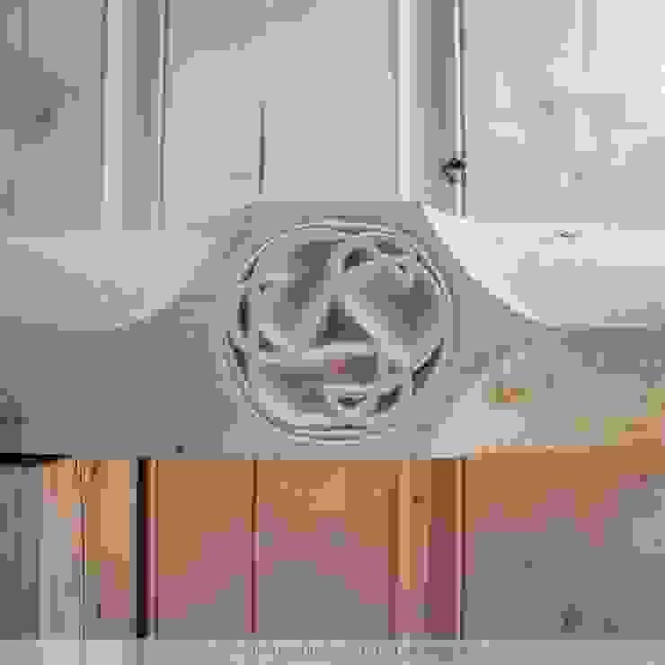 Gotische Balkenlage in einem Fachwerkhaus Klassische Wohnzimmer von Thisalo GmbH Klassisch