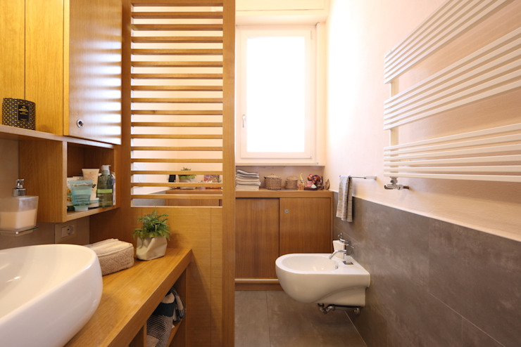 Bagno su misura Bagno moderno di Daniele Arcomano Moderno Legno Effetto legno