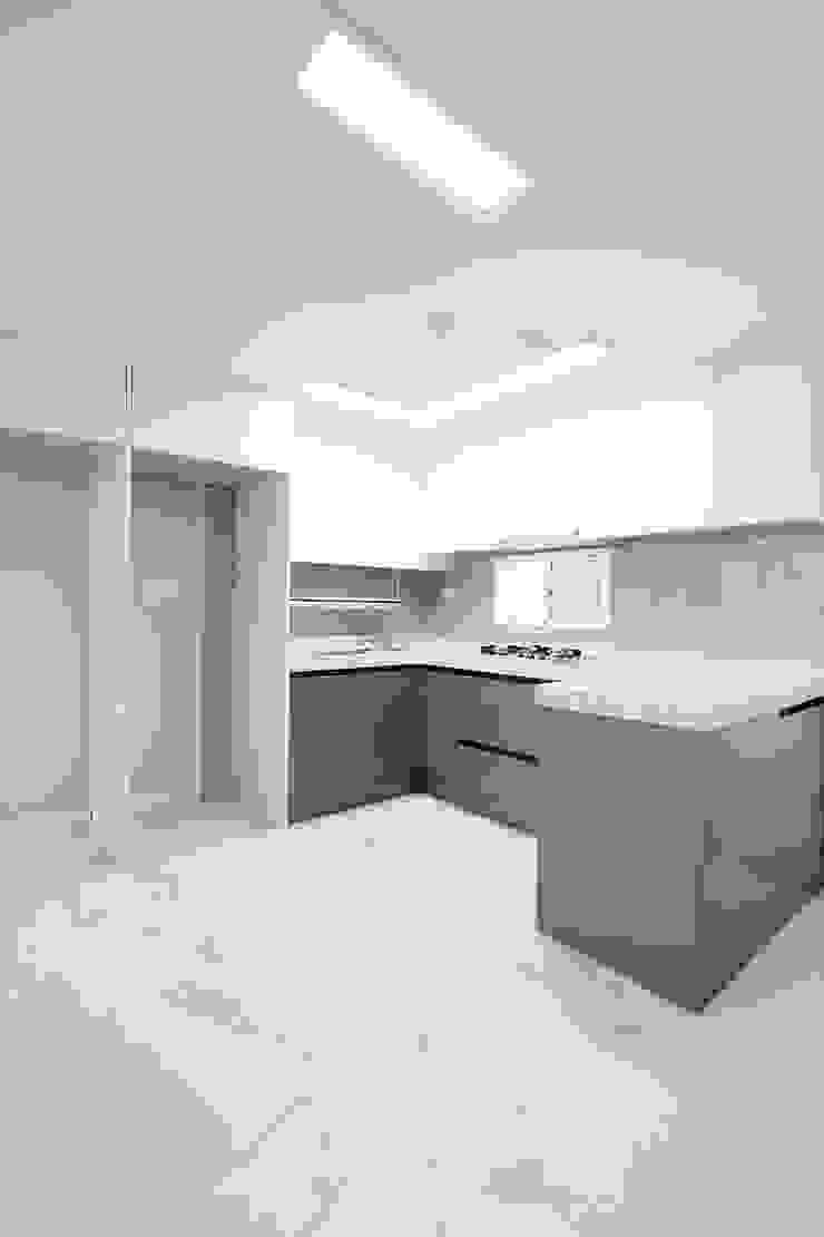 Modern kitchen by 한 인테리어 디자인 Modern