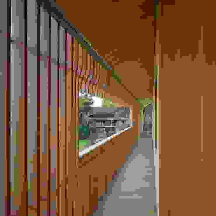 Koridor & Tangga Minimalis Oleh Drevo - Wood Solutions Lda Minimalis