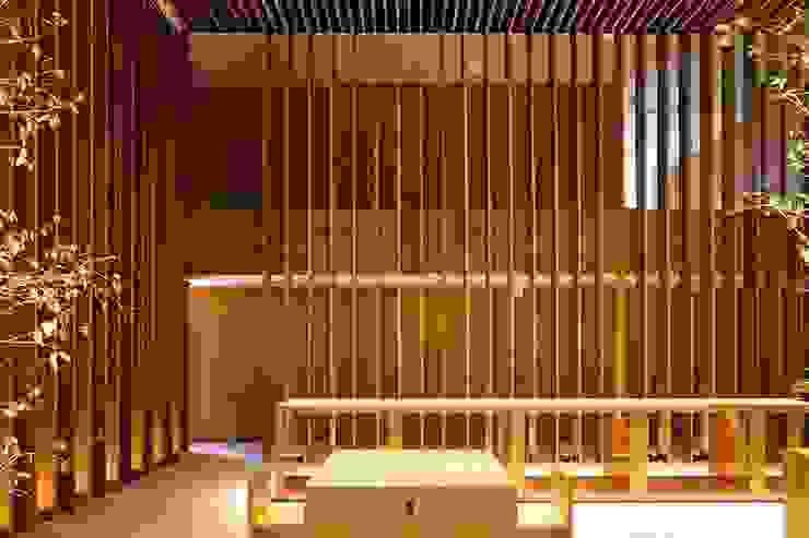 Koridor & Tangga Modern Oleh Drevo - Wood Solutions Lda Modern