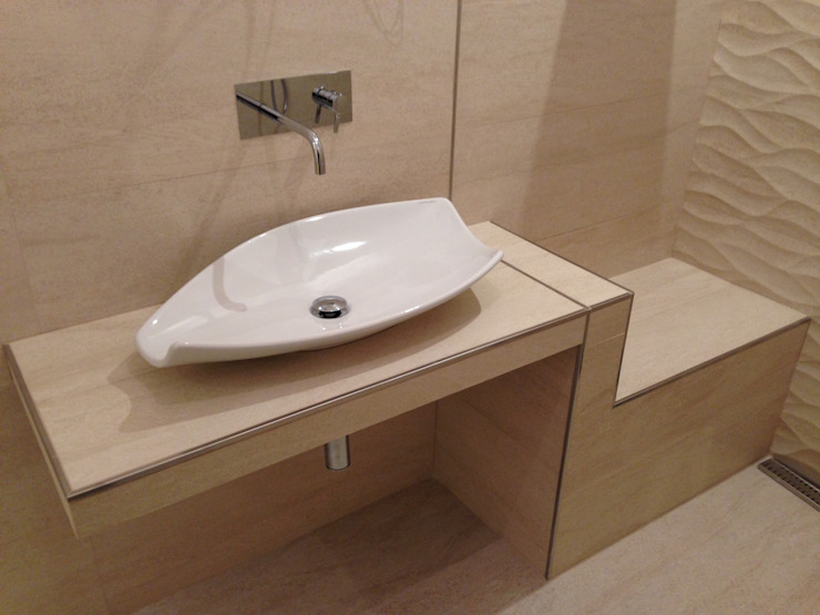 現代浴室設計點子、靈感&圖片 根據 Arch. Della Santa Giorgio 現代風