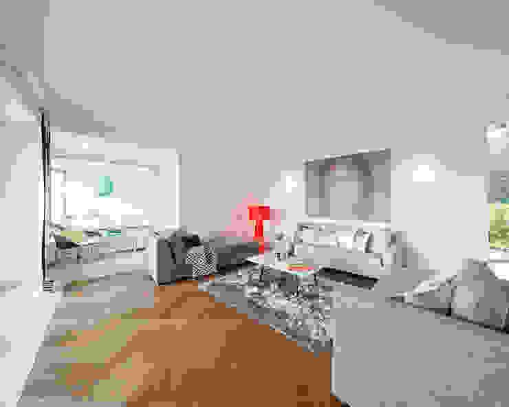 Exponierte Unternehmervilla in Bestlage - Erholen Klassische Wohnzimmer von Tschangizian Home Staging & Redesign Klassisch
