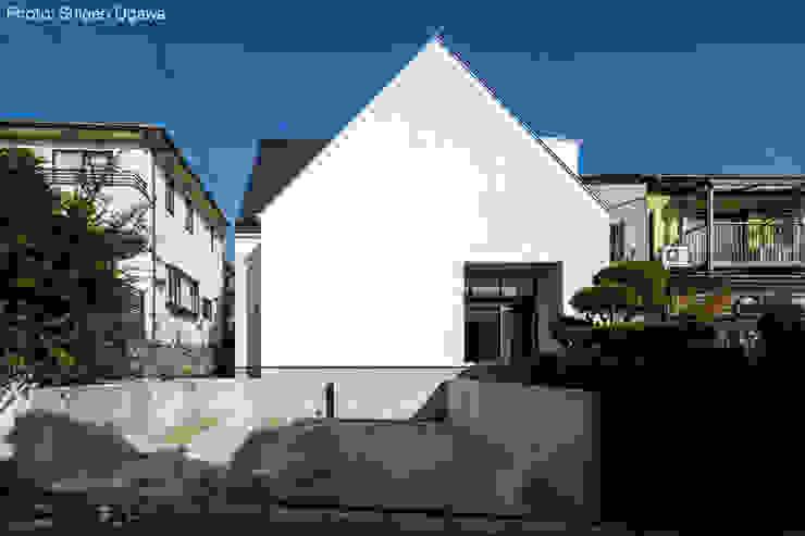 三角屋根の外観 石川淳建築設計事務所 木造住宅 白色