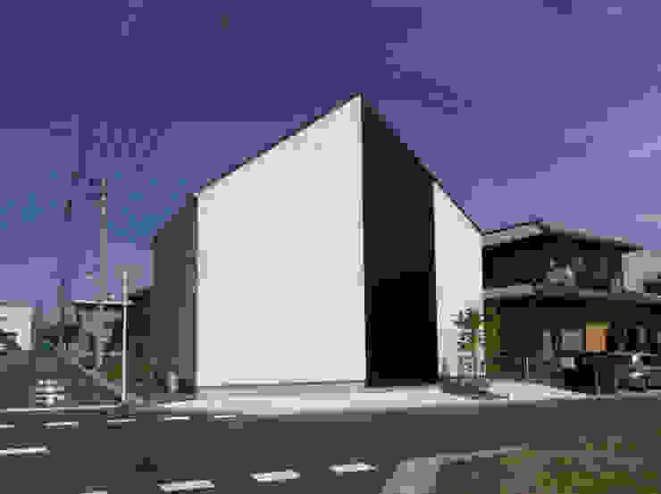 ミニマルな外観 石川淳建築設計事務所 木造住宅 白色